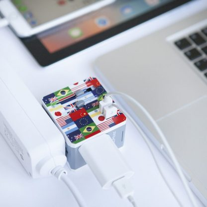 Flag Reisadapter met USB - 2 pack